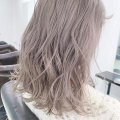 グレージュ ホワイトグレージュ ミルクティーベージュ アンニュイほつれヘア ヘアスタイルや髪型の写真・画像