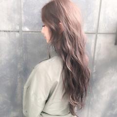 ハイトーンカラー ロング オリーブベージュ ナチュラル ヘアスタイルや髪型の写真・画像