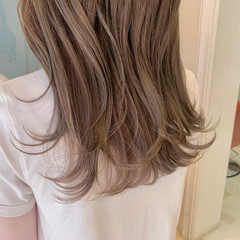 オリーブベージュ ミルクティーベージュ ロング オリーブグレージュ ヘアスタイルや髪型の写真・画像