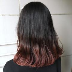 ベリーピンク ミディアム ピンクパープル ナチュラル ヘアスタイルや髪型の写真・画像