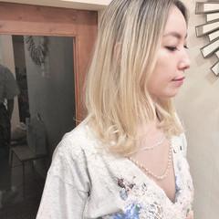 ハイライト バレイヤージュ ホワイトブリーチ ミディアム ヘアスタイルや髪型の写真・画像