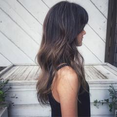 バレイヤージュ ハイライト グレージュ ロング ヘアスタイルや髪型の写真・画像