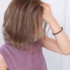 バレイヤージュ ナチュラル 大人ハイライト ミディアム ヘアスタイルや髪型の写真・画像
