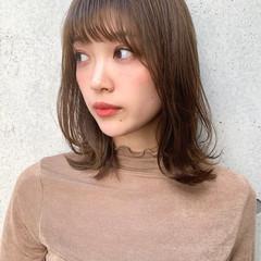 ナチュラル レイヤーカット 小顔ヘア 鎖骨ミディアム ヘアスタイルや髪型の写真・画像