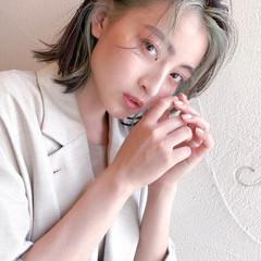 切りっぱなしボブ 韓国 インナーカラー ストリート ヘアスタイルや髪型の写真・画像