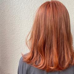 インナーカラー セミロング イルミナカラー ガーリー ヘアスタイルや髪型の写真・画像