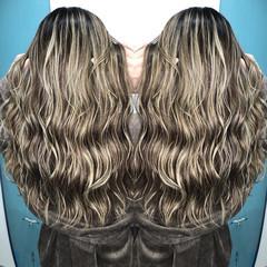 ハイライト グレージュ ミルクティーベージュ セミロング ヘアスタイルや髪型の写真・画像