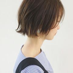 ミニボブ インナーカラー グレージュ 切りっぱなしボブ ヘアスタイルや髪型の写真・画像