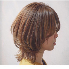 ショートヘア ヌーディベージュ ボブ ウルフカット ヘアスタイルや髪型の写真・画像