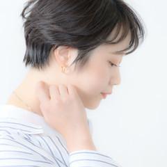 ショートヘア 耳かけ ハンサムショート 横顔美人 ヘアスタイルや髪型の写真・画像