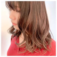 インナーカラー セミロング ウルフカット ナチュラル ヘアスタイルや髪型の写真・画像