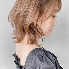 大人かわいい ミディアム デジタルパーマ ミディアムレイヤー ヘアスタイルや髪型の写真・画像