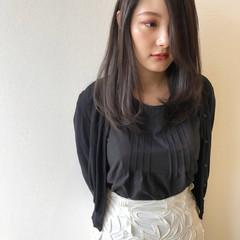 グレージュ ストレート ダークカラー ダークトーン ヘアスタイルや髪型の写真・画像
