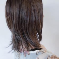 アッシュグレー 大人ハイライト セミロング ブリーチカラー ヘアスタイルや髪型の写真・画像