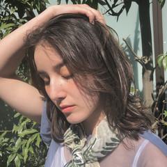 ミディアム アンニュイほつれヘア ナチュラル デジタルパーマ ヘアスタイルや髪型の写真・画像