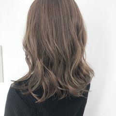 透明感 ハイライト シアーベージュ 外ハネ ヘアスタイルや髪型の写真・画像