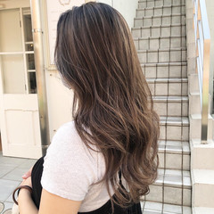セミロング アッシュグレイ ナチュラル カーキアッシュ ヘアスタイルや髪型の写真・画像