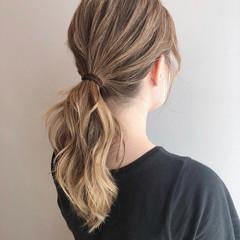 インナーカラー セミロング ゆる巻き 巻き髪 ヘアスタイルや髪型の写真・画像