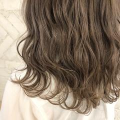 ハイトーン ゆるふわ アンニュイ グレージュ ヘアスタイルや髪型の写真・画像