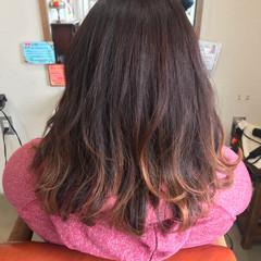 ピンク グラデーションカラー ストリート ベリーピンク ヘアスタイルや髪型の写真・画像
