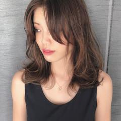 フェミニン バレイヤージュ ウルフカット ロブ ヘアスタイルや髪型の写真・画像