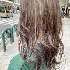 ヌーディベージュ セミロング ミルクティーベージュ レイヤースタイル ヘアスタイルや髪型の写真・画像