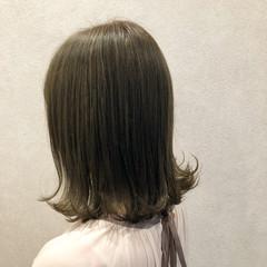 ミルクティーベージュ ナチュラル ミディアム 外ハネボブ ヘアスタイルや髪型の写真・画像