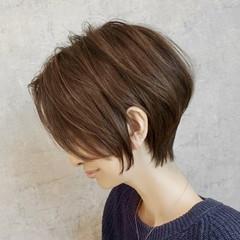 ショート ナチュラル ショートボブ インナーカラー ヘアスタイルや髪型の写真・画像