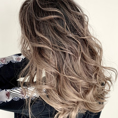 ハイライト エアータッチ コンサバ バレイヤージュ ヘアスタイルや髪型の写真・画像
