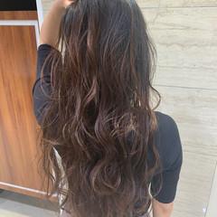 フェミニン コテ巻き風パーマ ロング パーマ ヘアスタイルや髪型の写真・画像