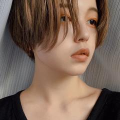 ハンサムショート アッシュベージュ ショート センターパート ヘアスタイルや髪型の写真・画像