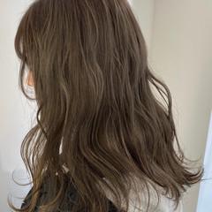 グレージュ ハイトーン ガーリー セミロング ヘアスタイルや髪型の写真・画像