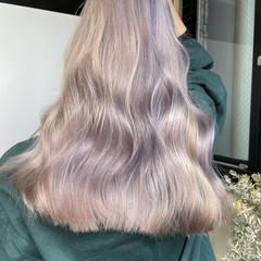 ハイトーンカラー フェミニン アッシュベージュ ロング ヘアスタイルや髪型の写真・画像