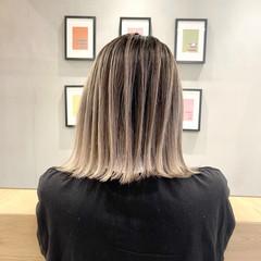 グレージュ 外ハネ 外国人風カラー バレイヤージュ ヘアスタイルや髪型の写真・画像