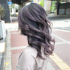 バレイヤージュ ラベンダーアッシュ ラベンダーグレー ミディアム ヘアスタイルや髪型の写真・画像