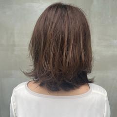 ナチュラル イルミナカラー 外ハネ アッシュブラウン ヘアスタイルや髪型の写真・画像