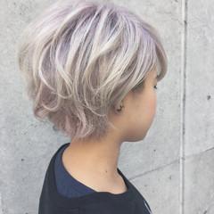 ショート ホワイトシルバー モード ホワイトアッシュ ヘアスタイルや髪型の写真・画像