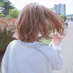 ナチュラル くすみカラー 外ハネボブ 切りっぱなしボブ ヘアスタイルや髪型の写真・画像