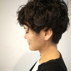 黒髪ショート パーマ ショート ウェーブ ヘアスタイルや髪型の写真・画像