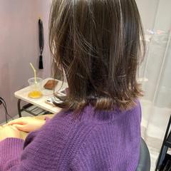 オリーブベージュ ナチュラル アンニュイほつれヘア ミディアム ヘアスタイルや髪型の写真・画像