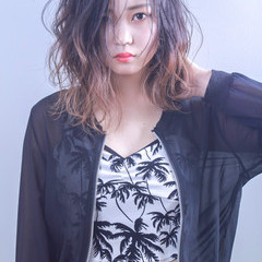 ブリーチ ミディアム 外国人風カラー グラデーションカラー ヘアスタイルや髪型の写真・画像