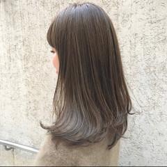 ミディアム ベージュ インナーカラー ミルクティーベージュ ヘアスタイルや髪型の写真・画像