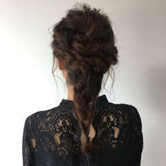 編みおろしヘア お呼ばれヘア ナチュラル 結婚式 ヘアスタイルや髪型の写真・画像