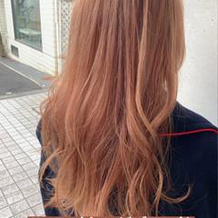 セミロング フェミニン ブリーチカラー 暖色 ヘアスタイルや髪型の写真・画像