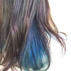 インナーカラー セミロング 派手髪 ブルー ヘアスタイルや髪型の写真・画像