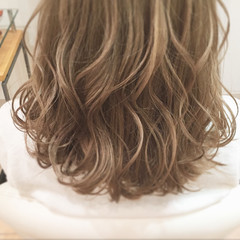 ホワイトハイライト フェミニン ホワイトブリーチ ブリーチ ヘアスタイルや髪型の写真・画像