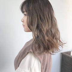 ミルクティーベージュ ミルクティーグレージュ ミルクティーアッシュ ミルクティー ヘアスタイルや髪型の写真・画像