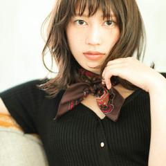アンニュイほつれヘア 透明感カラー ウルフカット 外ハネ ヘアスタイルや髪型の写真・画像