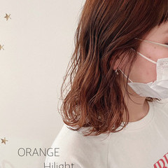 ミディアム オレンジカラー ミディアムレイヤー ストリート ヘアスタイルや髪型の写真・画像