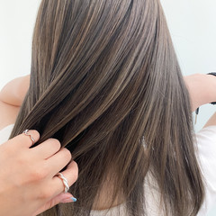 コントラストハイライト 大人ハイライト アッシュベージュ 透明感カラー ヘアスタイルや髪型の写真・画像